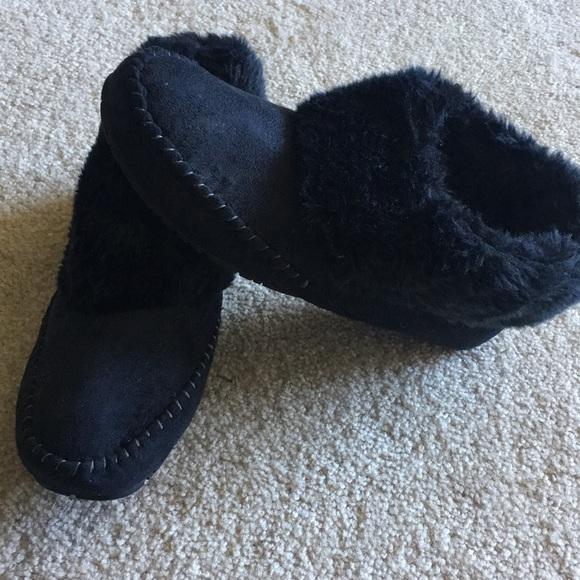 a49e5a931081 M_5a834dd000450f10f7ed18a0. Other Shoes you may like. Rose Gold Slides.  Rose Gold Slides. $11 $13. Old navy Pom Pom slippers. Old ...